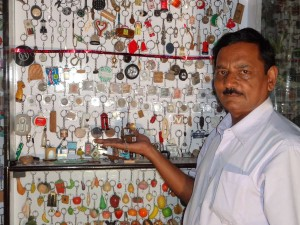 Golden-Book-of-World-Records-Collection-of-Han-made-Key-Rings-Mr-Rakesh-Vaid-New-Delhi-India_Compress