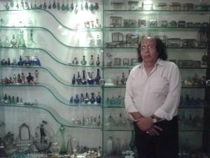 Golden-Book-of-World-Records-Collection-highest-number-of-antique-Perfume-Bottles-Mr.-Praveen-Kumar-Shyamsukha-Indore-Madhya-Pradesh-India_GBWR