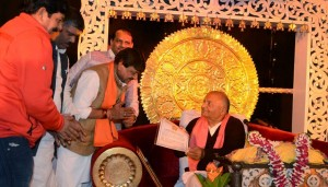 Golden-Book-of-World-Records-largest number of parthiv Shivling-Pt Dev Prabhakar Shastri-dadda ji- Dadda Shishya Mandal-Madhya Pradesh-India_gbwr
