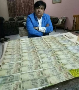 Golden Book of World Record largest collection of Five Hundred denomination currency notes containing 786 in serial number Mr. Vivek Gaur Indore Madhya Pradesh India. gbwr